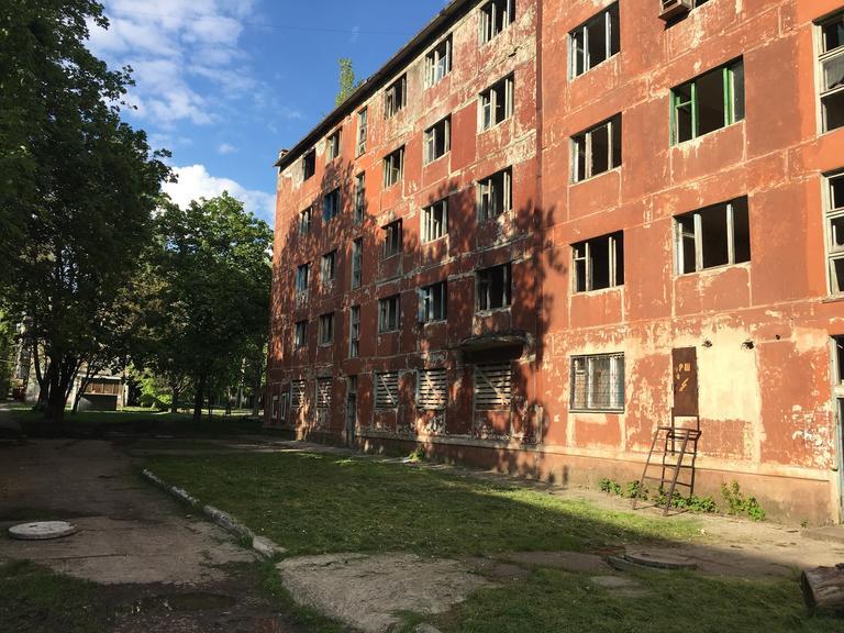 Неизвестные подожгли пустующее общежитие