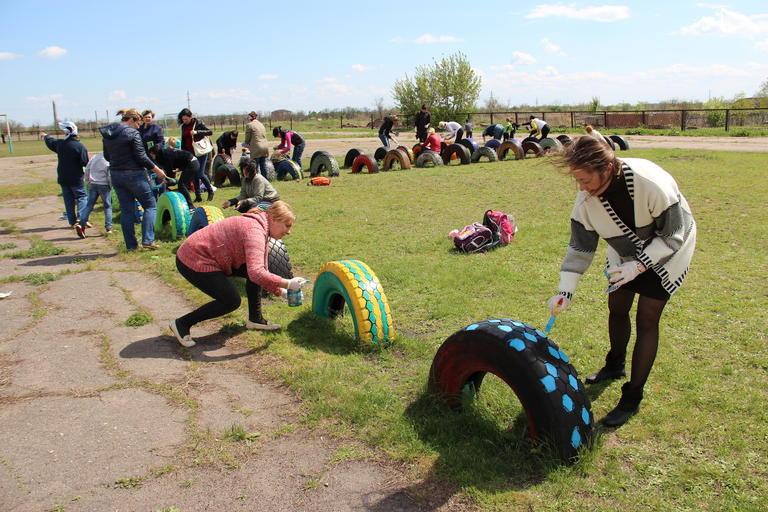В СОШ №9 прошла акция по облагораживанию спортивной площадки и школьного стадиона