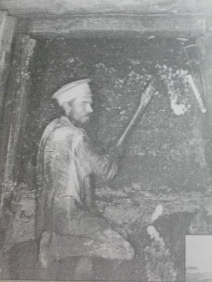 Первые шахтеры Орджоникидзе работали по 12 часов в сутки и зарабатывали 2 копейки с пуда руды!