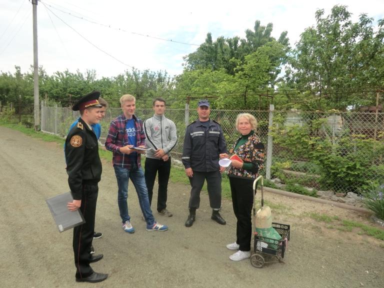 Рятувальники та волонтери навчають дачників вимогам пожежної безпеки