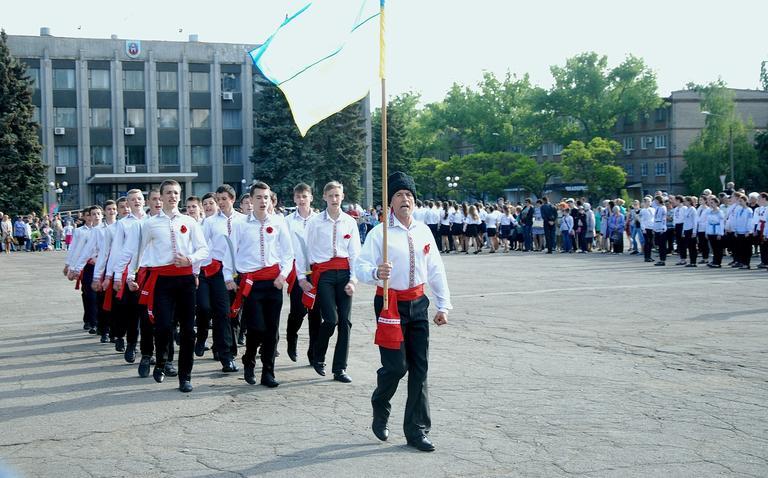 Смотр строевой песни на площади к Дню Победы