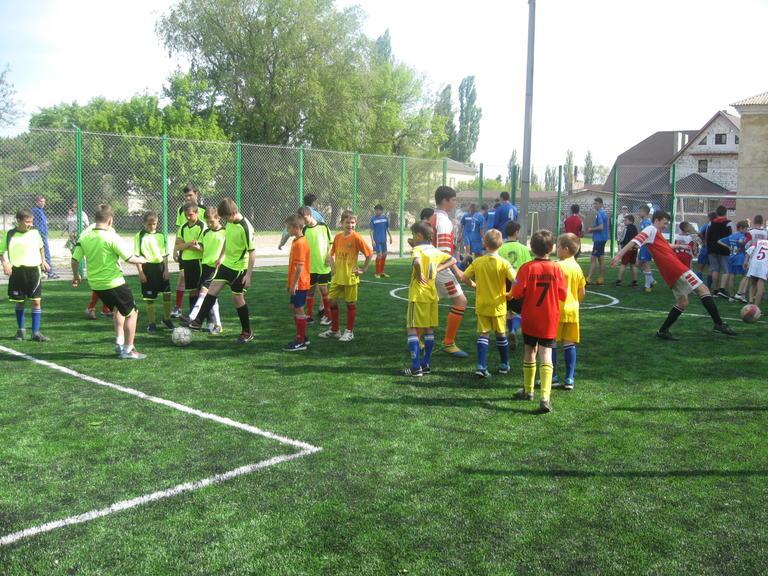 Футбольное единение. Состоялось торжественное открытие новой мини-футбольной площадки