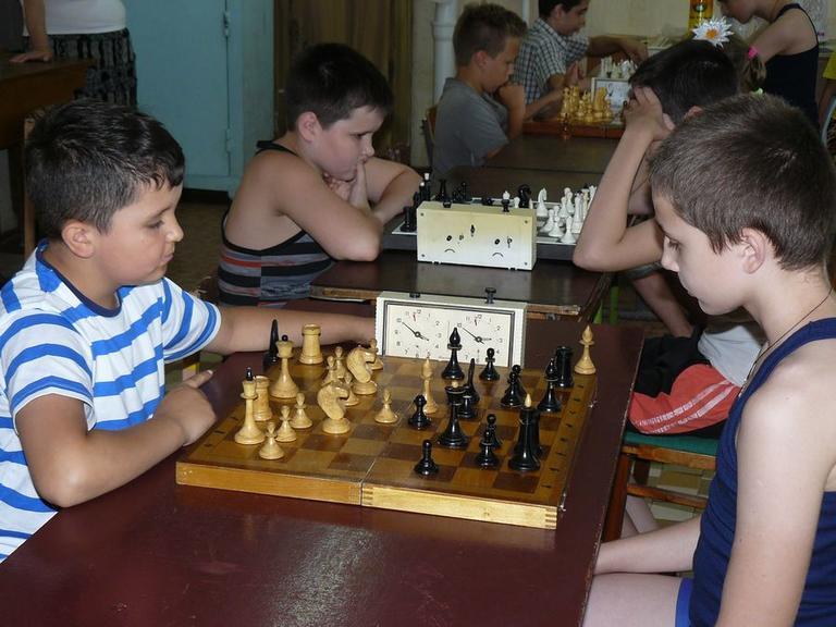 Молодь обирає шахи