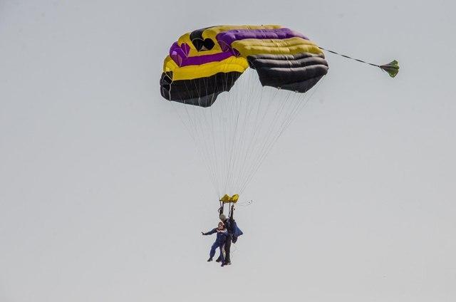 Нова патріотична акція від ДніпроОДА - важкопоранені бійці стрибали з парашутом
