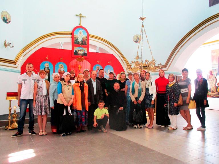 Прихожане храма Архангела Михаила посетили монастырь в Новомосковске