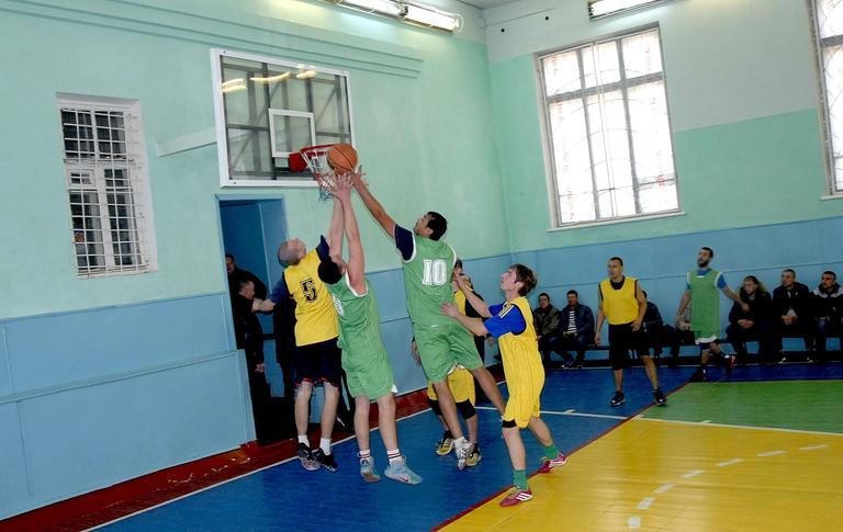 Стартовал Кубок профкома по баскетболу