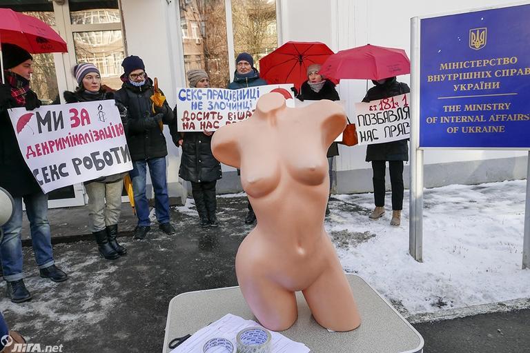Работницы секс-индустрии под МВД протестуют против насилия