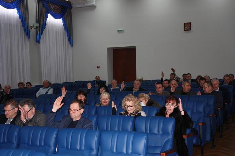 Уход депутата Ширяева, земля под строительство дома и новая ставка налога на землю: прошло очередное заседание горсовета (+ВИДЕО)