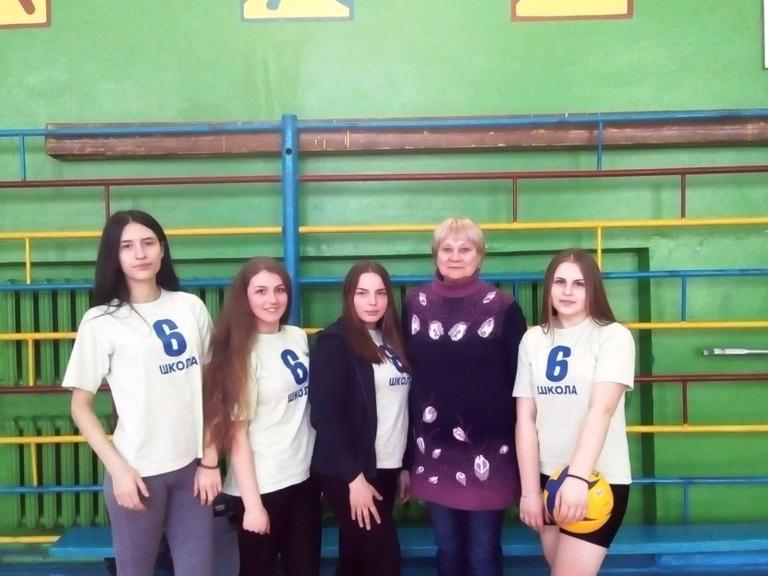Почесне місце волейболісток шостої школи