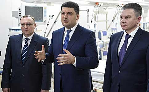 Володимир Гройсман: Ми хочемо фінансувати не занедбані будівлі лікарень та ліжко-місця, а інвестувати в конкретного українського громадянина, який отримує медичну послугу