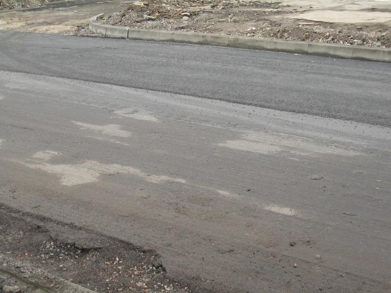 «Кладут» или «ложат». Какой слой нового асфальта на улице Чехова?