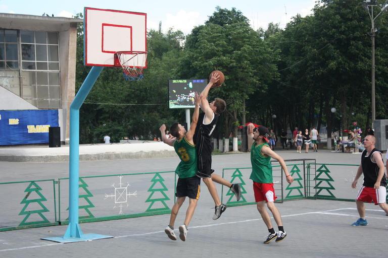 В День Конституции – со спортом и здоровым образом жизни (ФОТО, ВИДЕО)