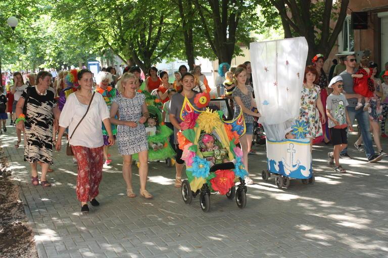 День защиты детей в Покрове: парад, концерт и аниматоры (ФОТО, ВИДЕО)