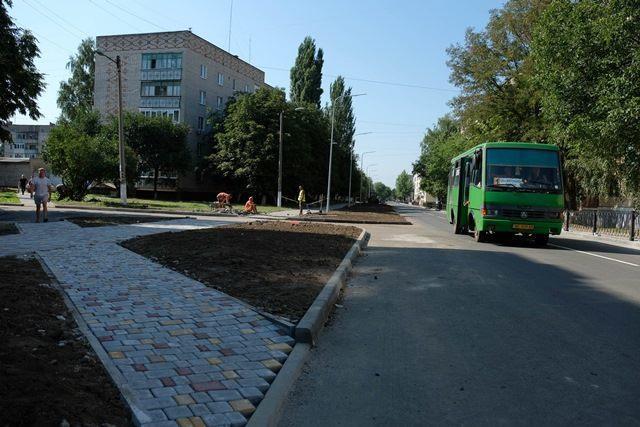 Команда Валентина Резніченка відремонтувала у Покрові дві дороги