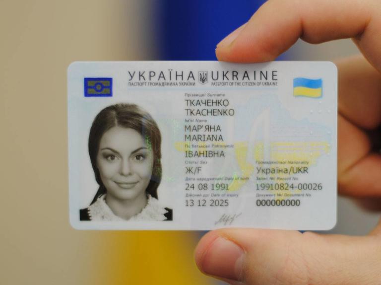 «Ко мне обратилось всего два человека с ID-паспортами»: Почему ID-карты сейчас бесполезны