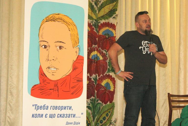 «Я просто вмію формулювати свої думки у тексти»: Руслан Горовий презентував у Покрові свої книги (ФОТО, ВІДЕО)