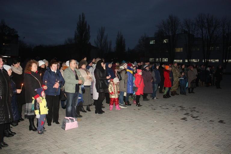 Вшанували пам'ять жертв голодоморів (ФОТО, ВІДЕО)