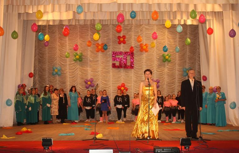 Песни, танцы, цветы и подарки: Культурно-развлекательный центр Покровского ГОКа отметил свое 50-летие (ФОТО, ВИДЕО)