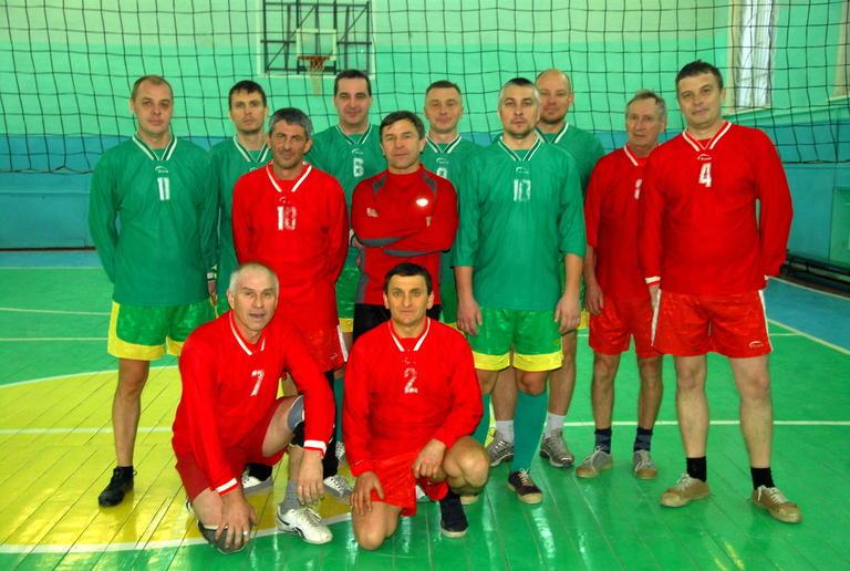Прошли первые игры Чемпионата комбината по волейболу