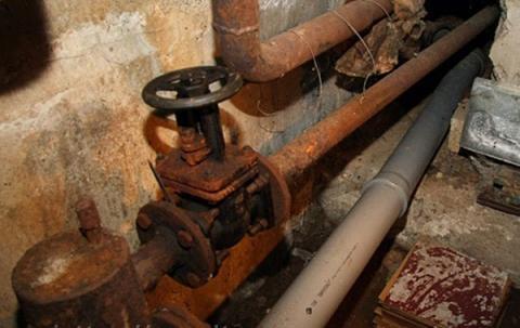 Очередной случай кражи труб в подвалах