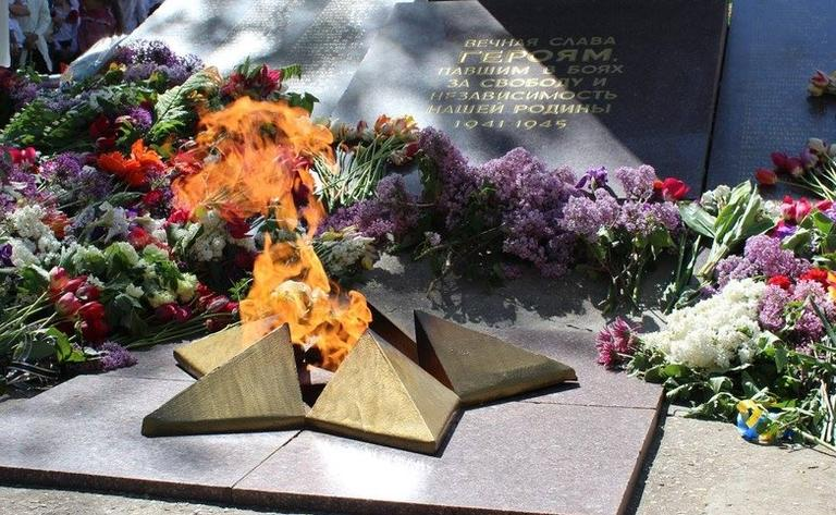 Уважаемые ветераны, труженики тыла, дети войны и все жители нашего города! Поздравляем вас с 73-й годовщиной победы над нацизмом во Второй мировой войне!