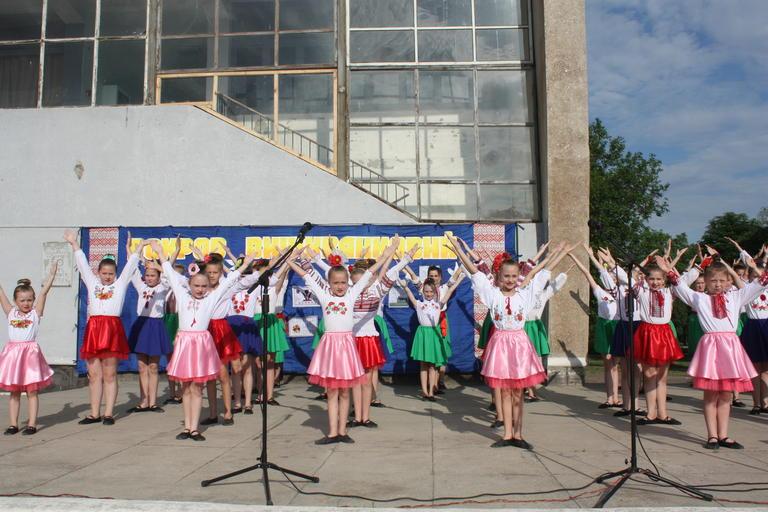 Танцы, песни и флешмоб: в Покрове праздновали День вышиванки (ФОТО, ВИДЕО)
