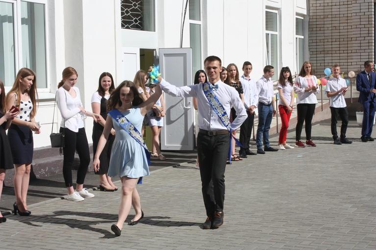 В школах Покрова прозвенел последний звонок! (ФОТО, ВИДЕО)