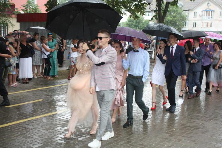 Когда дождь не помеха: в Покрове отпраздновали выпускной (ФОТО, ВИДЕО)