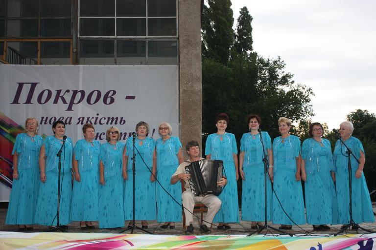 Митинг, фестиваль талантов и молодежная дискотека: как Покров отметил День Конституции (ФОТО, ВИДЕО)