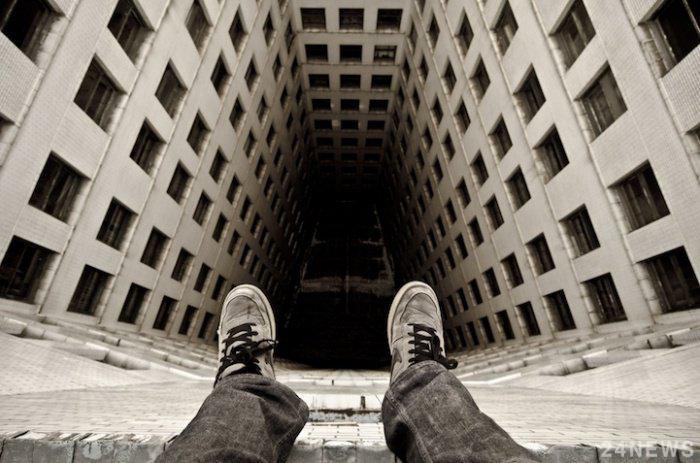 Житель Покрова свел счеты с жизнью, выпрыгнув с 5 этажа