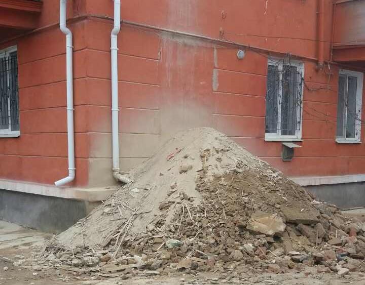 Читатели пишут: сосед переусердствовал с ремонтом?