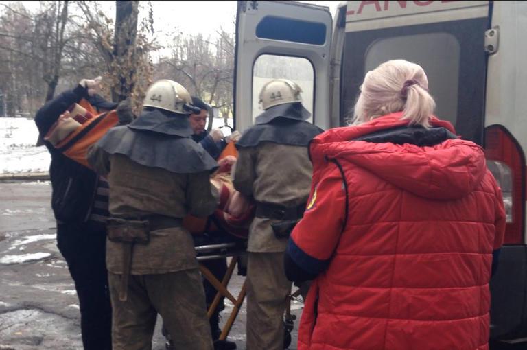 Покровские спасатели за один день дважды помогли пожилым горожанам