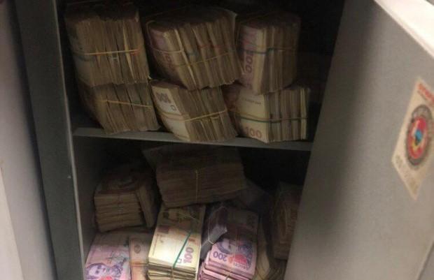 Победители тендеров по медпрепаратам давали чиновникам «откаты» по 4 миллиона в месяц