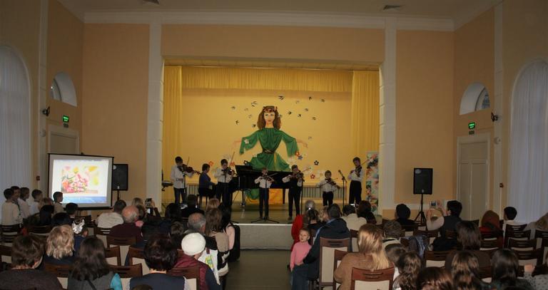 В Детской школе искусств поздравили женщин с 8 марта (ФОТО, ВИДЕО)