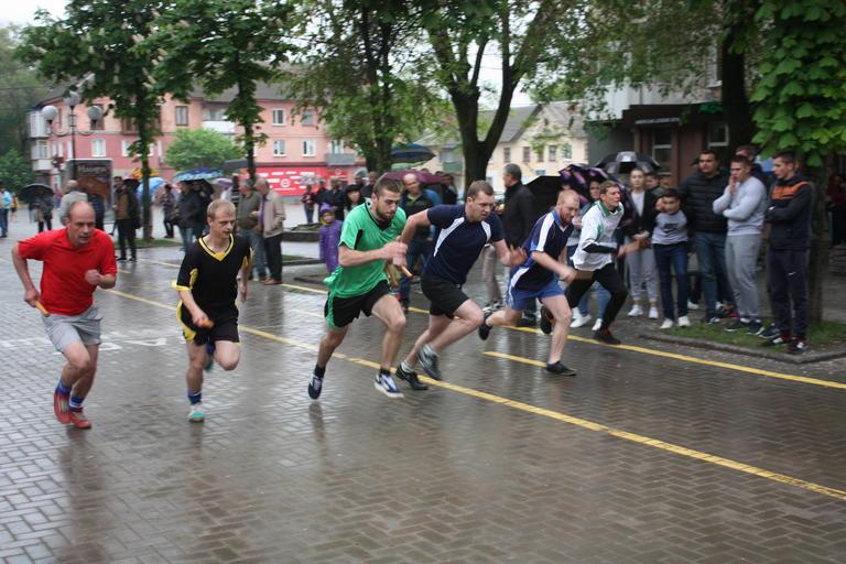 Несмотря на дождь: прошла легкоатлетическая эстафета ко Дню Победы (ФОТО, ВИДЕО)
