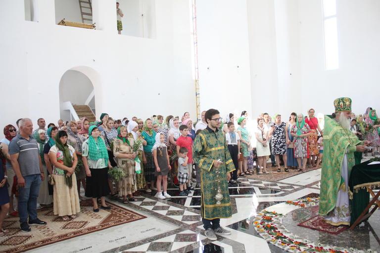 Празднование Троицы в храме Иоанна Богослова (ФОТО, ВИДЕО)