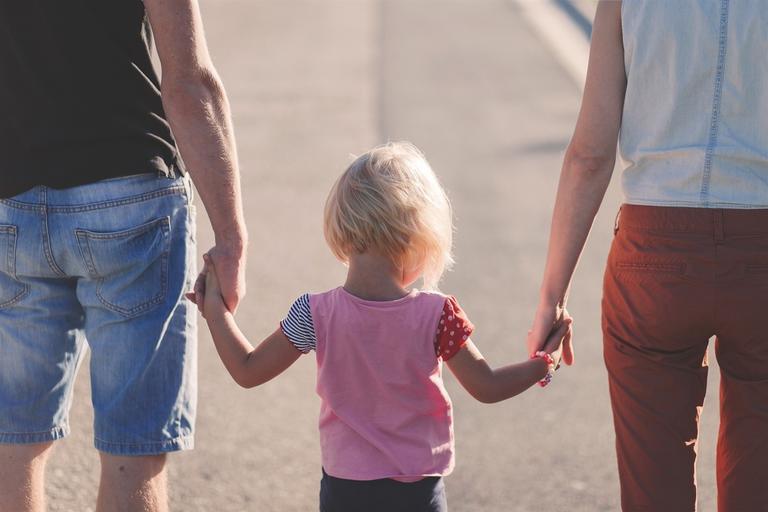 «Покровське  бюро правової допомоги»  інформує: де діти можуть перебувати лише у супроводі батьків?