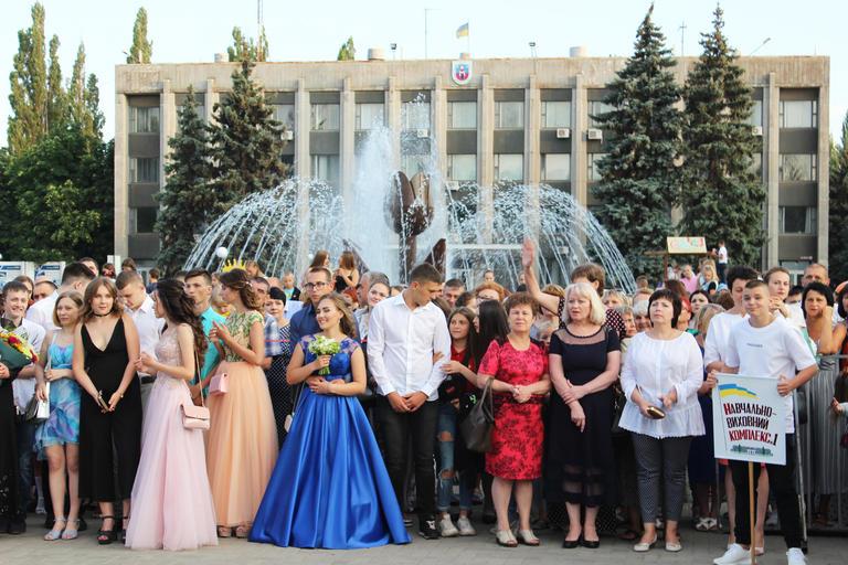 В добрый путь, выпускники! Как Покров отпраздновал выпускной (ФОТО, ВИДЕО)