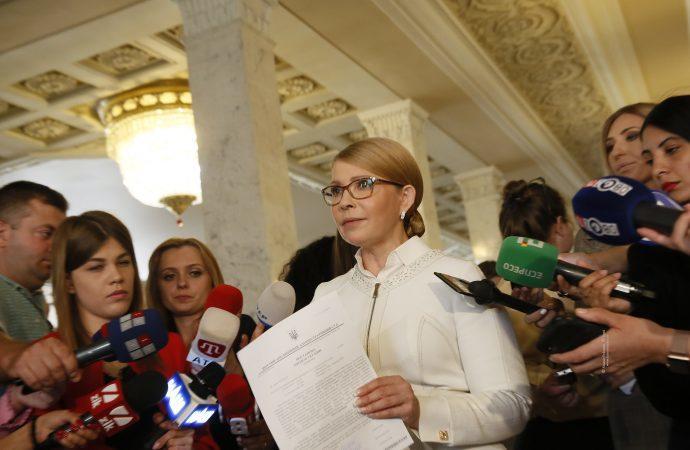 Тимошенко выступила за внедрение обязательной медстраховки за счет работодателей и государства