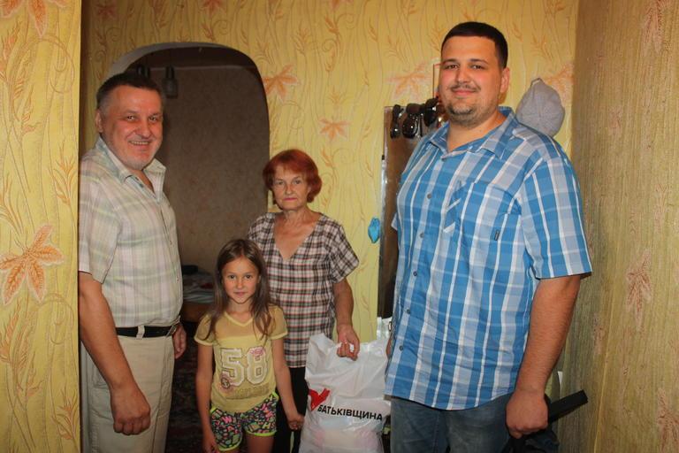 В Покрові «Батьківщина» привітала людей з інвалідністю з наступаючим Днем Незалежності