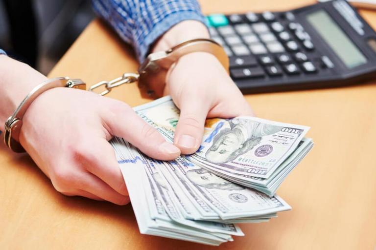 """Судья Донец: получение денег - это не взятка, а """"обряд изгнания силы"""" из купюр. Позорно оправдана судья-взяточница. ДОКУМЕНТ"""