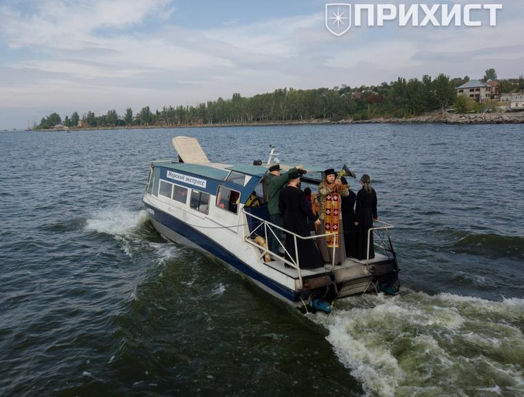 Хресна хода по водам Каховського моря з нагоди Дня міста