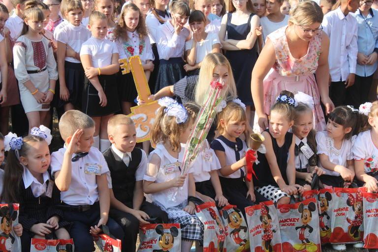 В школах Покров прозвенел первый звонок (ФОТО, ВИДЕО)