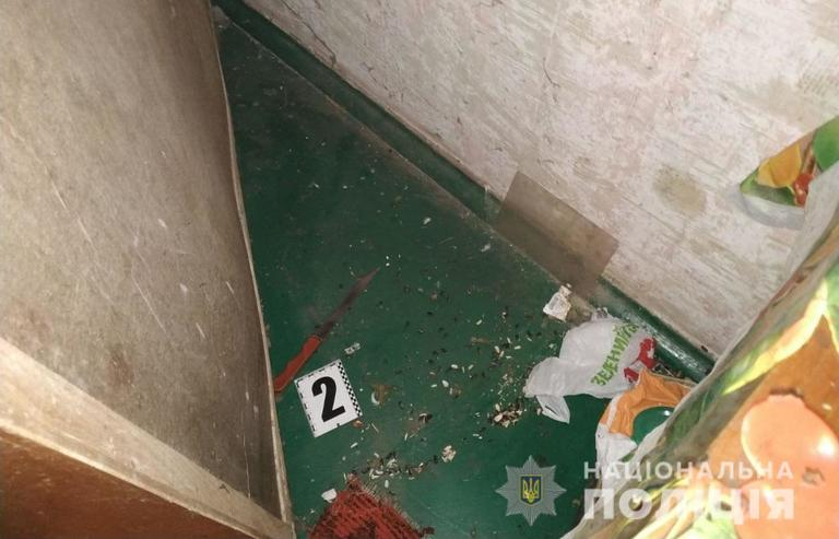 У Покрові поліцейські затримали жінку, яка завдала співмешканцю смертельне ножове поранення