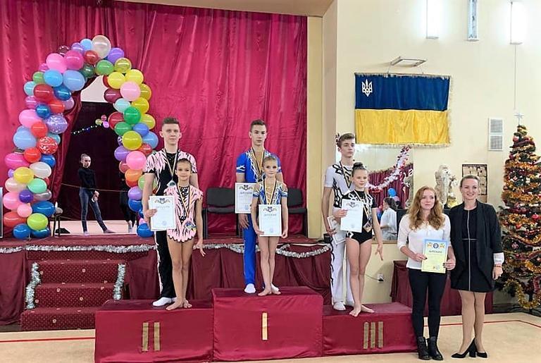 Збір нагород продовжується. Чергові медалі акробатів і каратистів міської ДЮСШ