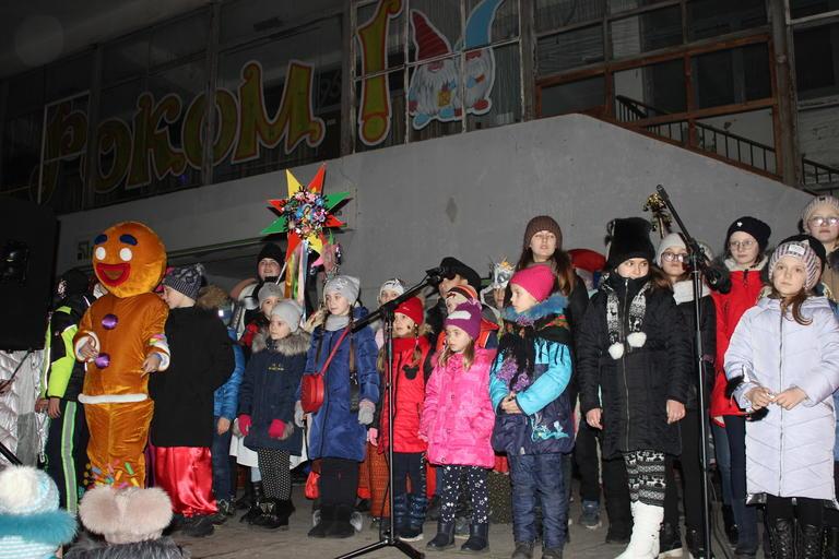 Водили «Козу», пели и танцевали: Покров отметил Старый Новый год (ФОТО, ВИДЕО)