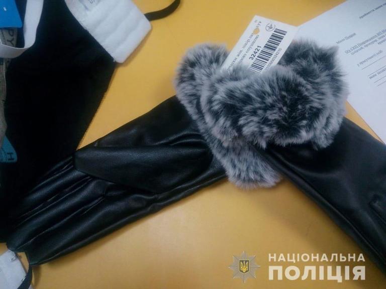 У Покрові поліцейські встановили злодія, який двічі обікрав магазин