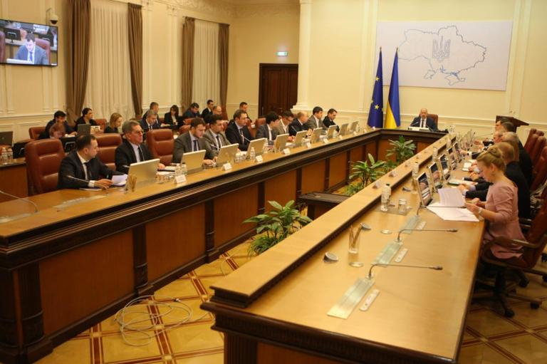 Обмеження масових заходів та карантин в навчальних закладах: Уряд прийняв низку рішень, що мають убезпечити українців від COVID-19