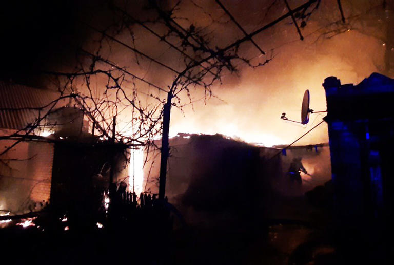 м. Покров: рятувальники ліквідували загорання в літній кухні