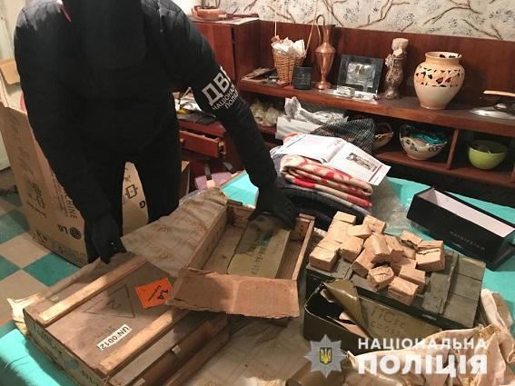 На Дніпропетровщині правоохоронці затримали групу торгівців зброєю
